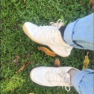 Vintage Nike city court tennis shoes